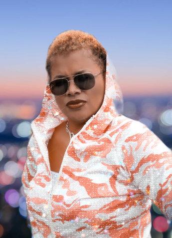 beautiful woman wearing sunglasess